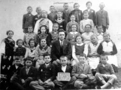 Učenici u Nuštru iz 1938. fotografiju ustupio A Flinčec