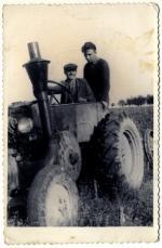Marin Marošević - prvi trakteur u selu, 1968x